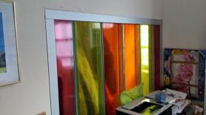 Gekleurd profiel glas geplaatst